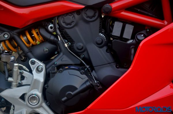 October 11, 2017-Ducati-SuperSport-S-Review-Detail-Shots-26-600x398.jpg