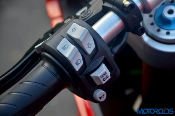 Ducati-SuperSport-S-Review-Detail-Shots-41-600x398