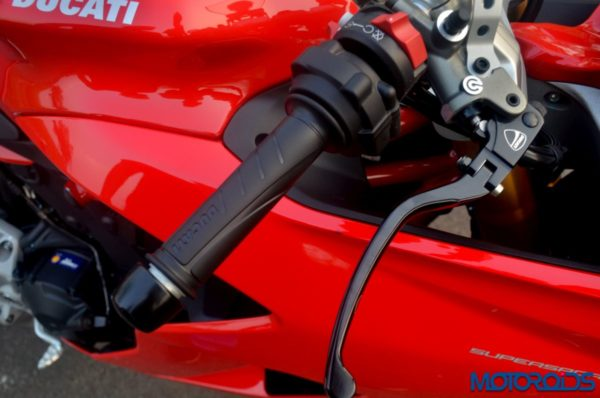 October 11, 2017-Ducati-SuperSport-S-Review-Detail-Shots-48-600x398.jpg