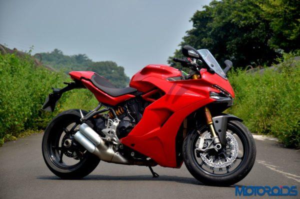 October 11, 2017-Ducati-SuperSport-S-Review-Still-Shots-3-600x398.jpg