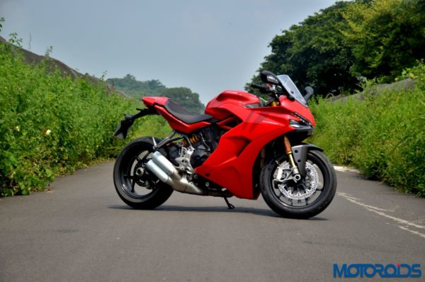 Ducati-SuperSport-S-Review-Still-Shots-4-600x398