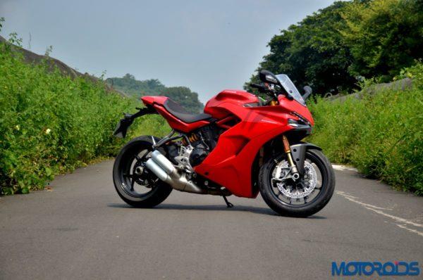 October 11, 2017-Ducati-SuperSport-S-Review-Still-Shots-4-600x398.jpg