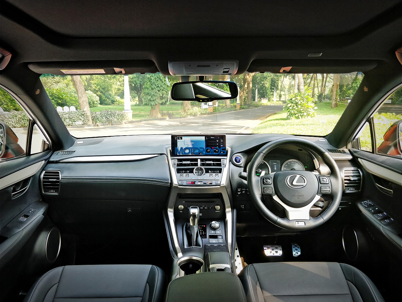 Lexus-NX-300h-dashboard-full