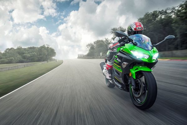 New-2018-Kawasaki-Ninja-400-Action-Shots-2-600x400