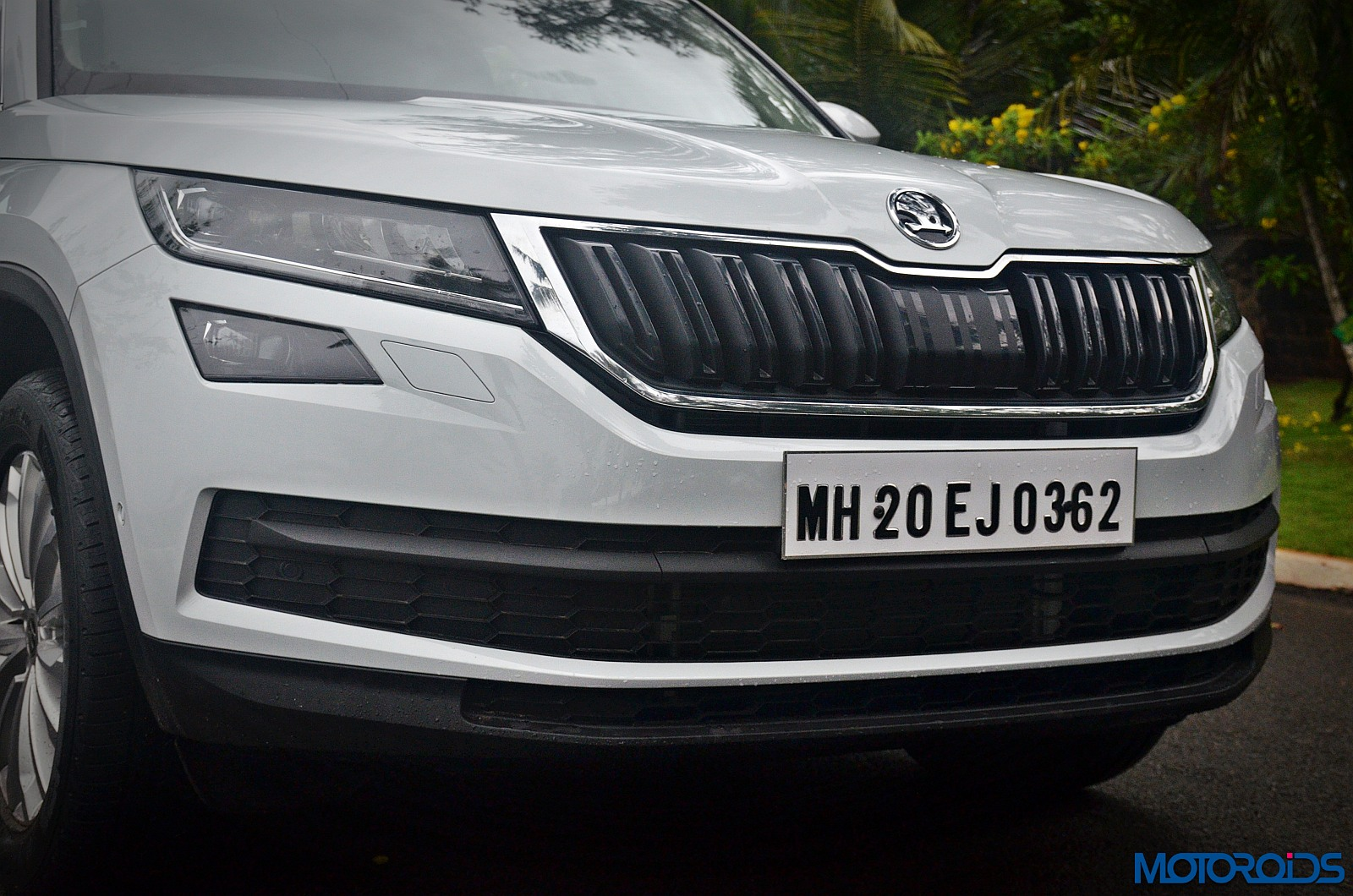 Skoda-Kodiaq-grille-and-headlamps