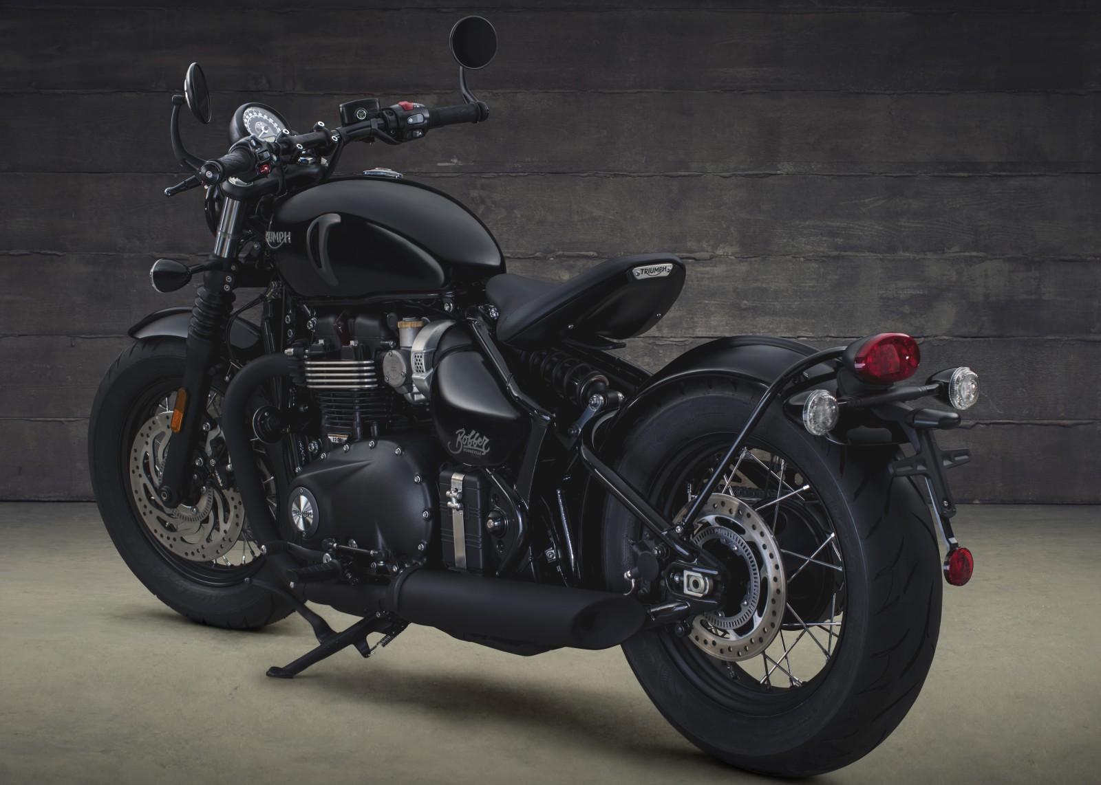 new 2018 triumph bonneville bobber black unveiled motoroids. Black Bedroom Furniture Sets. Home Design Ideas