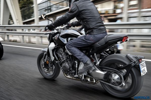 2018-Honda-CB1000R-29-600x400