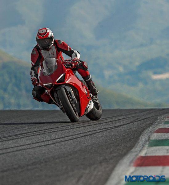 Ducati-Panigale-V4-12-549x600