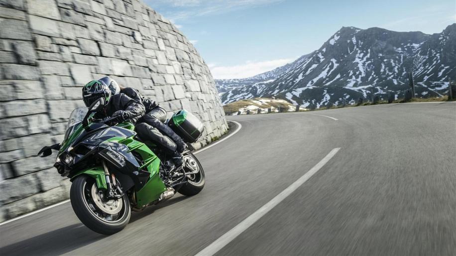 Kawasaki-Ninja-H2-SX-Sports-Tourer-15