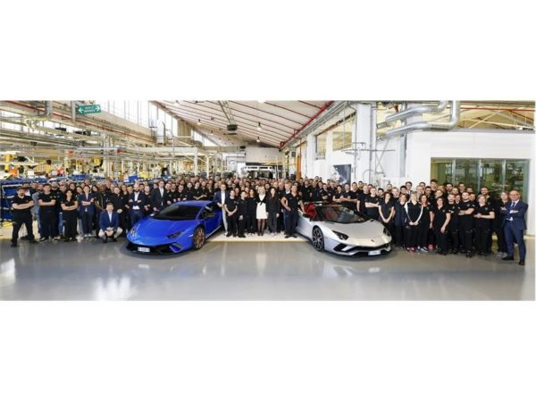 Lamborghini-Aventador-and-Huracan-production-milestone-600x450