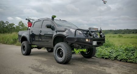 Modified Isuzu D-Max V-Cross (3)