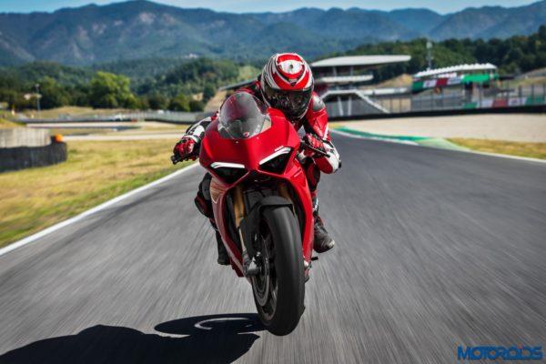 New-2018-Ducati-PANIGALE-V4-S-1-600x400