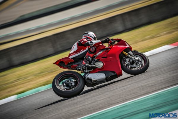 November 14, 2017-New-2018-Ducati-PANIGALE-V4-S-10-600x400.jpg