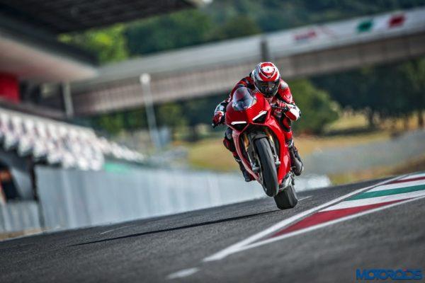 November 14, 2017-New-2018-Ducati-PANIGALE-V4-S-13-600x400.jpg