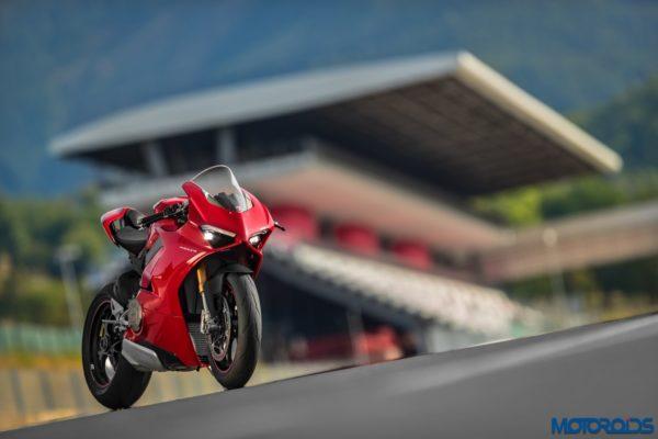 November 14, 2017-New-2018-Ducati-PANIGALE-V4-S-24-600x400.jpg
