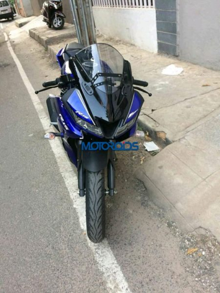 New-Yamaha-YZF-R15-1-450x600