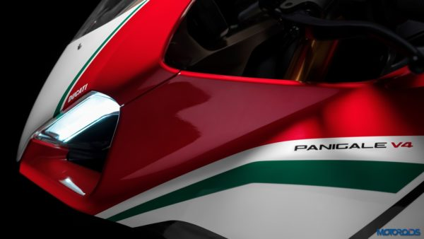 Panigale-V4-MY18-Tri-Colours-Livery-04-Slider-Gallery-1920x1080-600x338