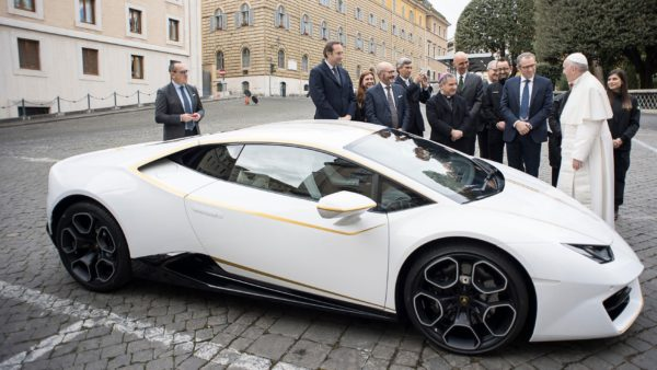 Unique-Lamborghini-Huracán-RWD-By-Ad-Personam-Donated-To-Pope-Francis-2-600x338