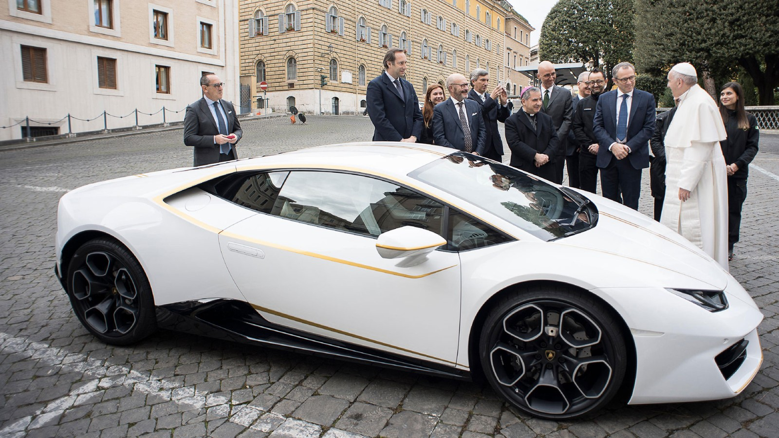 Pope gets Lamborghini to auction for charity