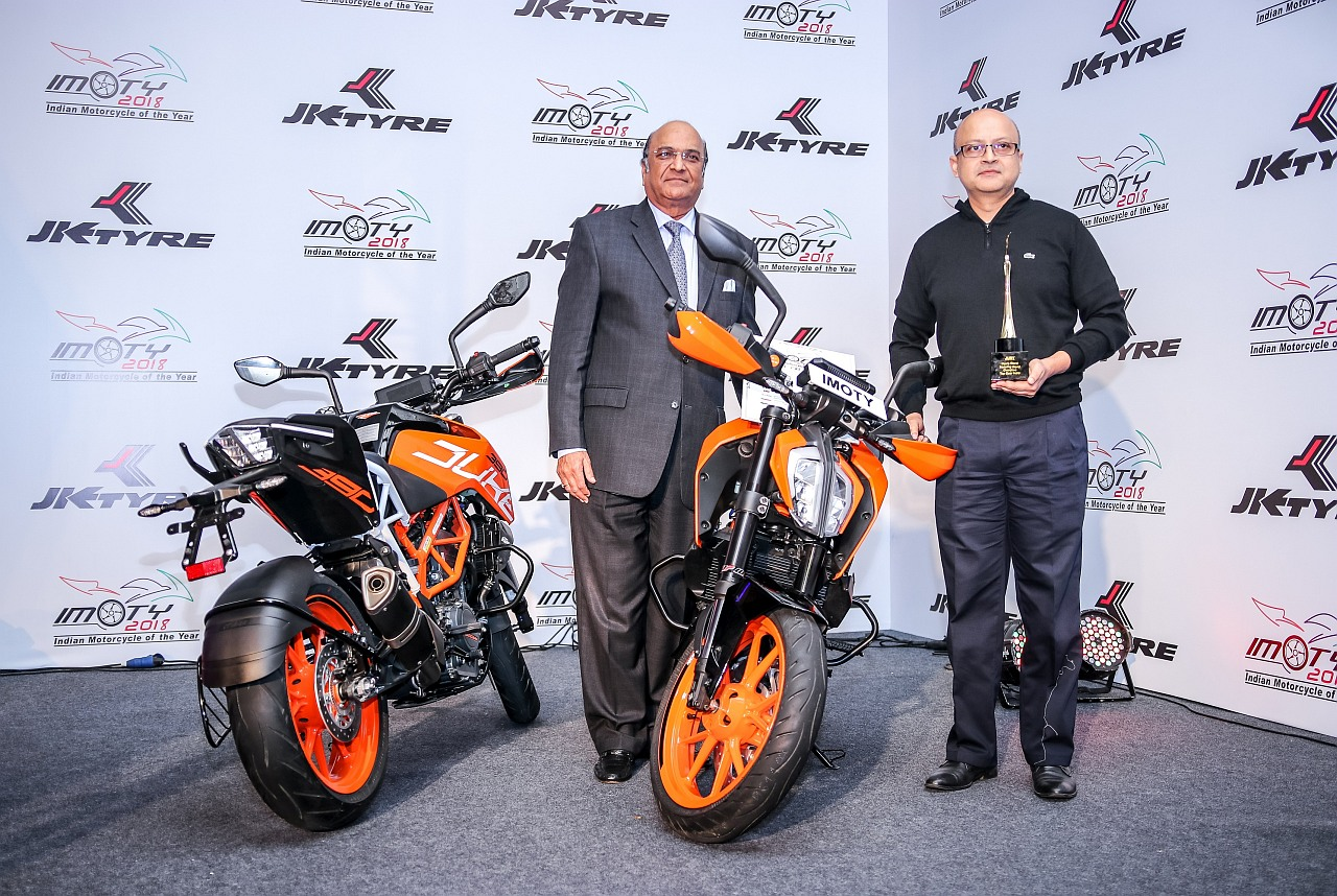 KTM-Duke-390-IMOTY-2018-Amit-Nandy-and-Dr-Dimghania