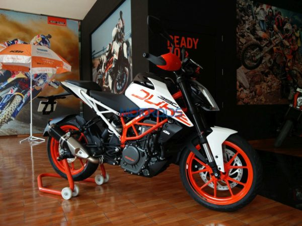video my2018 ktm 390 duke walkaround all changes shown motoroids. Black Bedroom Furniture Sets. Home Design Ideas