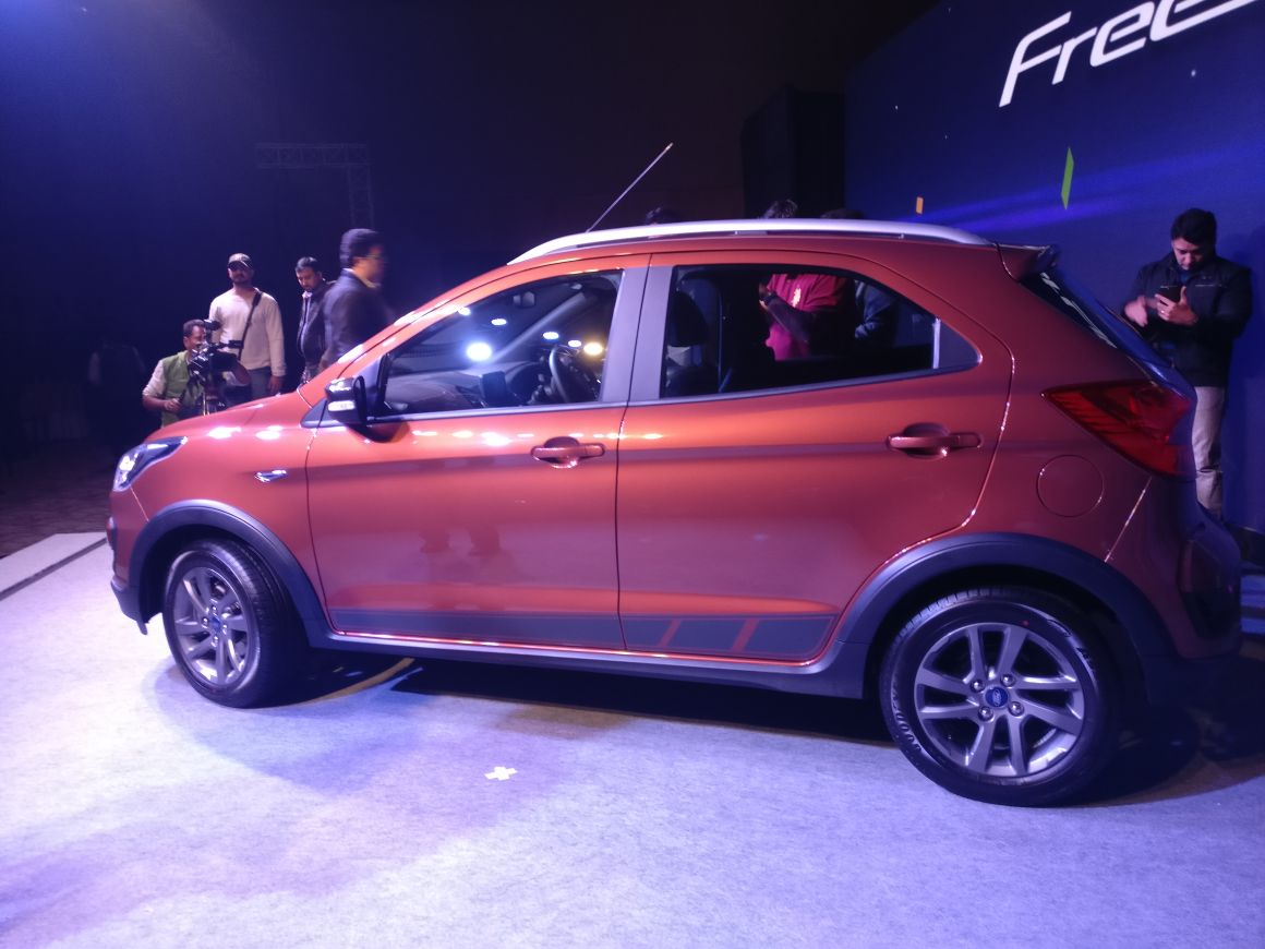 Ford-Freestyle-rear-and-side-2