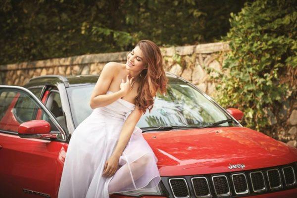 Jacqueline-Fernandez-Jeep-Compass-4-600x400