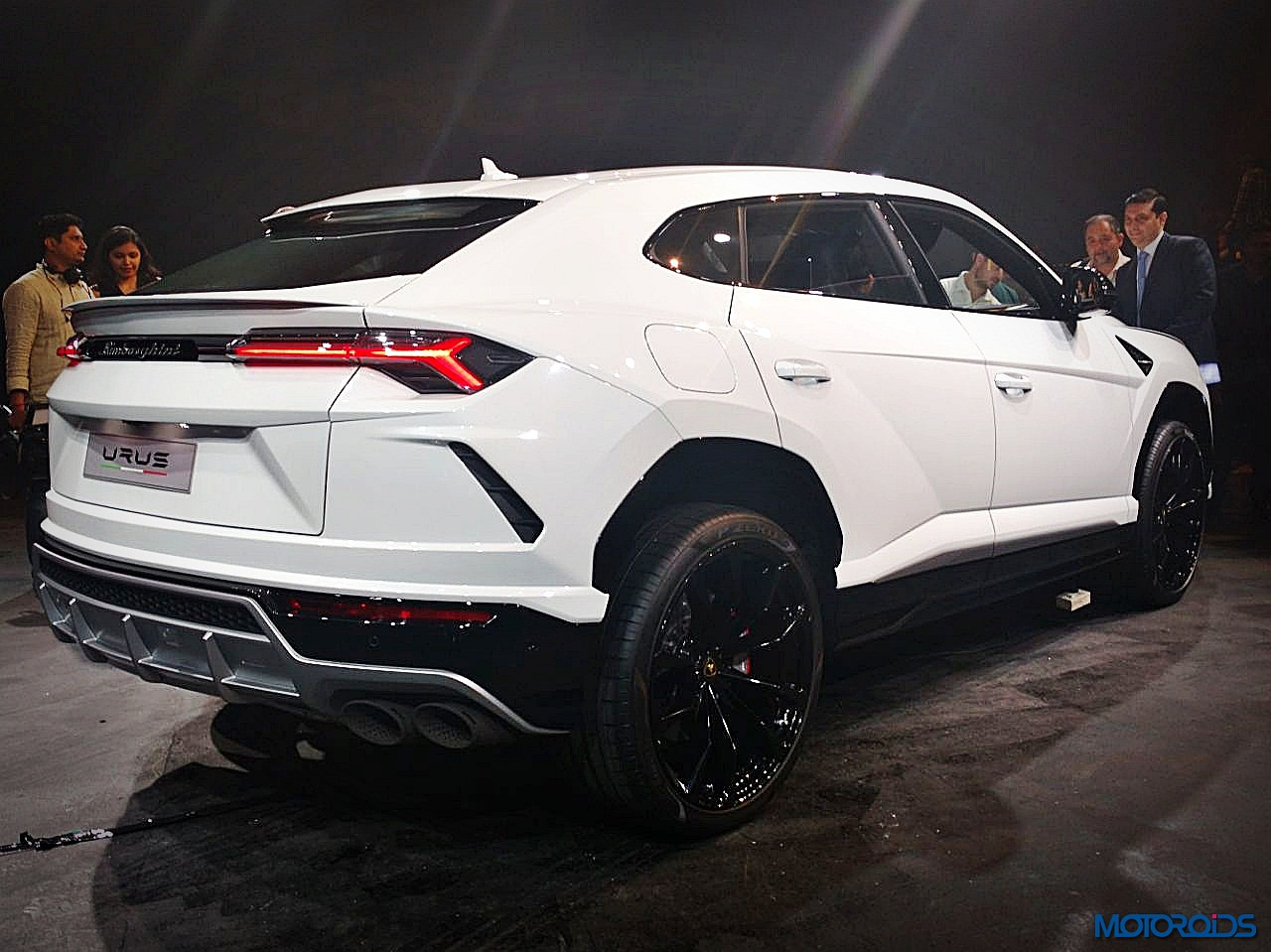 lamborghini urus india launch official release features price and image gallery motoroids. Black Bedroom Furniture Sets. Home Design Ideas