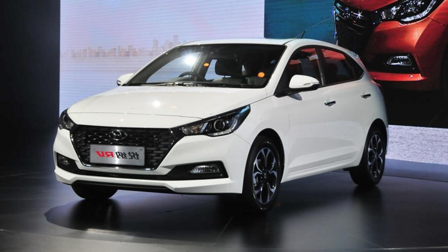 new hyundai elite i20 facelift spied in india images details features expected launch date. Black Bedroom Furniture Sets. Home Design Ideas