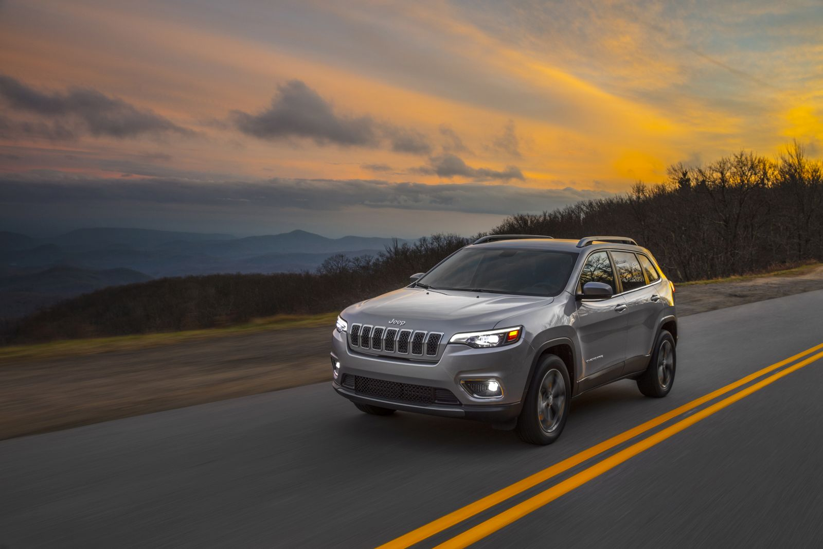 new 2019 jeep cherokee debuts at the 2018 detroit auto. Black Bedroom Furniture Sets. Home Design Ideas