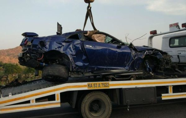 Nissan-GT-R-Totalled-Bangalore-Hyderabad-Highway-Crash-2-600x381