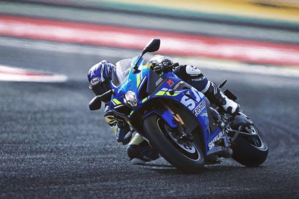 Suzuki-GSX-R1000-MotoGP-Replica-Official-Images-4-600x400