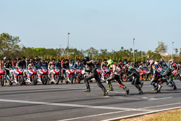 Honda 2Wheelers Start Racing Season With First Ever AVT Gold Cup Million Motorcycle ENDURANCE RACE (1)