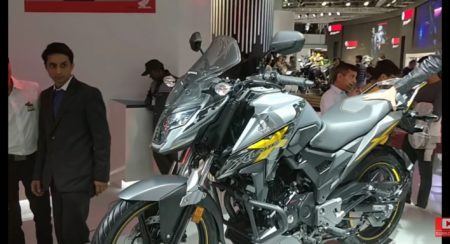 Auto Expo 2018 : Honda XBlade With Optional Adventure Accessories Explained In Detailed Video
