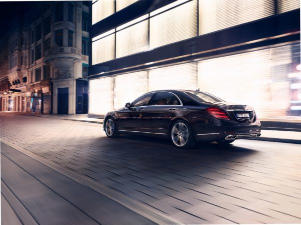 Mercedes-Benz-S-Class-facelift-rear-600x449