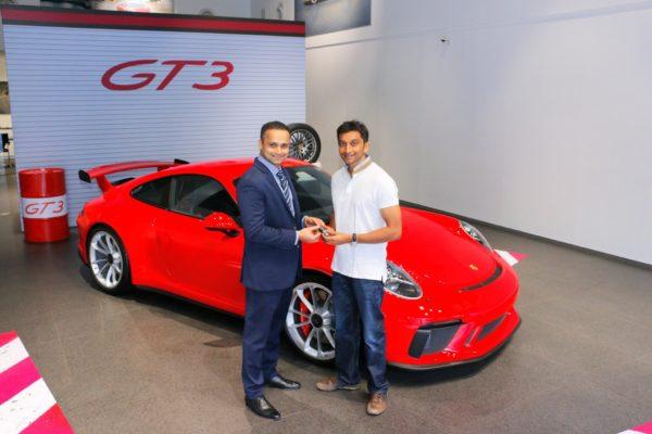 Narain-Karthikeyan-takes-delivery-of-his-Porsche-911-GT3-600x400
