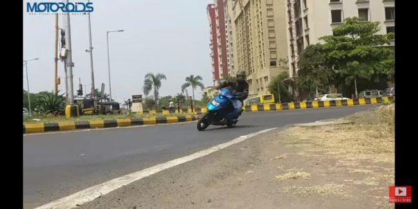 Aprilia SR125 India cornering