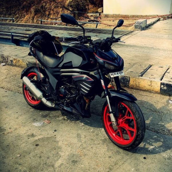 Kawasaki Z1000 Inspired Modified Mahindra Mojo (1)
