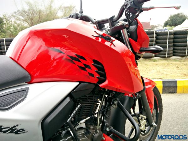 New 2018 TVS Apache RTR160 4V Review (24)