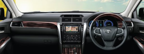 2018 Toyota Camry Hybrid interior