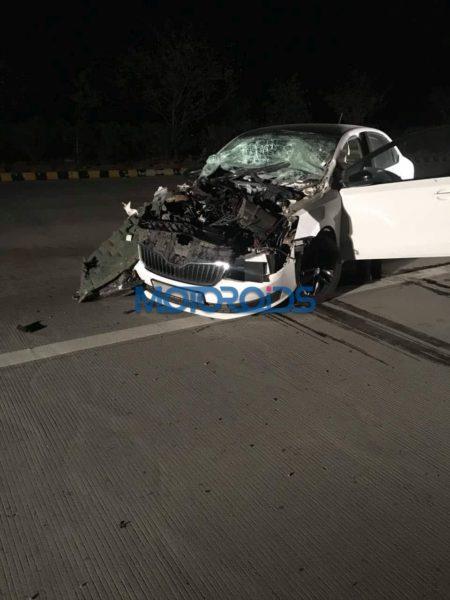 Skoda Rapid Crash – Yamuna Expressway (1)