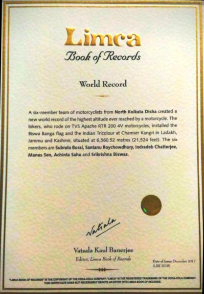 TVS Apache RTR 200 4V Enters Limca Book Of Records (2)