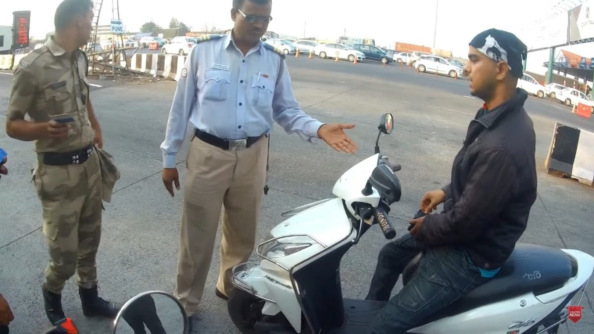 Traffic Cop Taking Bribe – Caught On Camera(1)