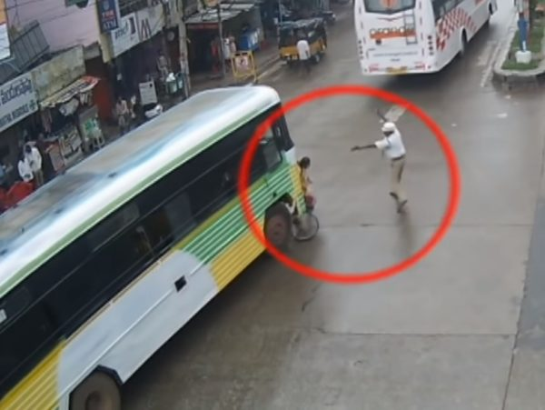 Alert Traffic Cop Saves A Girl From Fatal Accident (3)