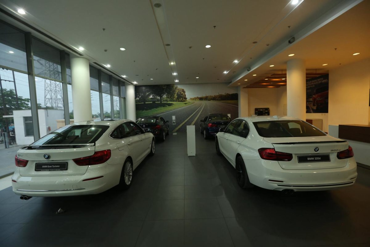 BMW Deutsche Motoren Dealership (78)