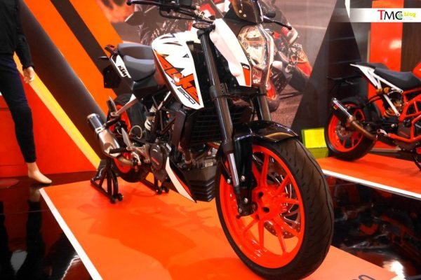 KTM Duke With Side Mounted Exhaust – Indonesia Show (1)