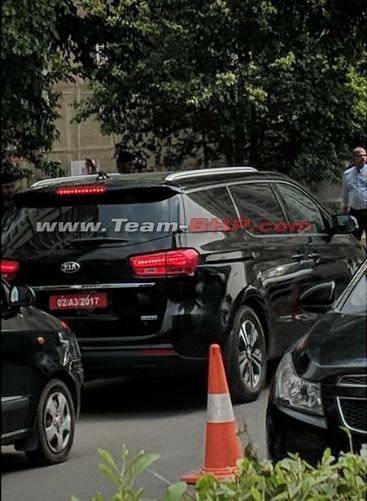 New 2018 Kia Grand Carnival MPV spied testing