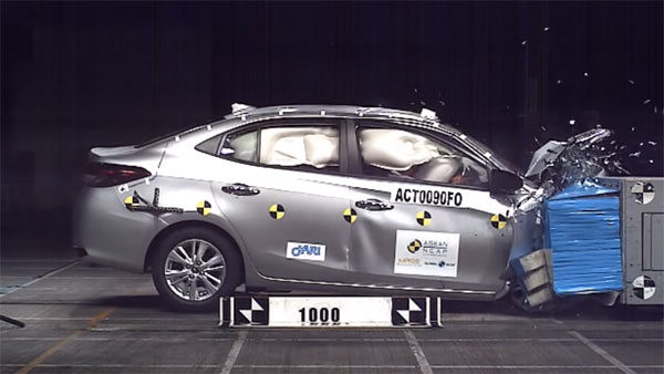 Toyota Yaris ASEAN NCAP crash test 5 star rating