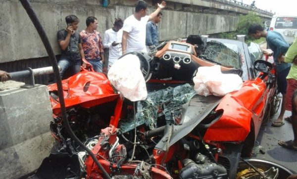 Ferrari California T Crash – Kolkata (1)
