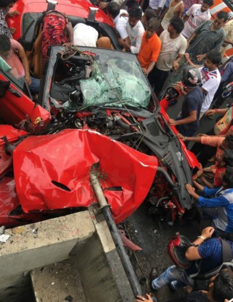 Ferrari California T Crash – Kolkata (2)